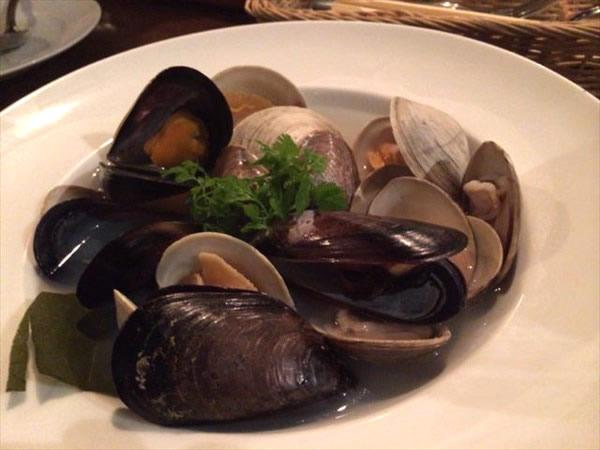 いろいろな貝の白ワイン蒸し