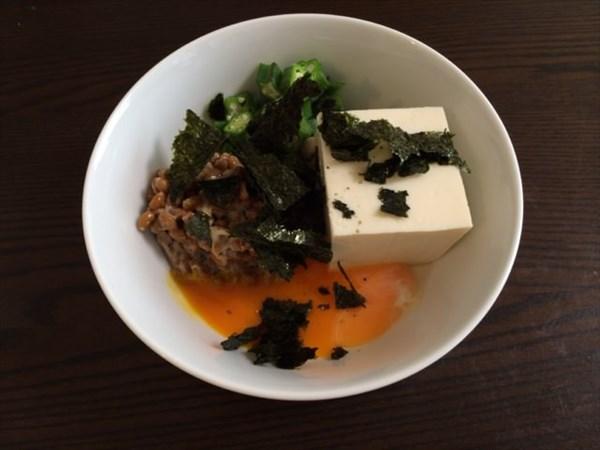 おやつで食べた豆腐のねばねば小鉢