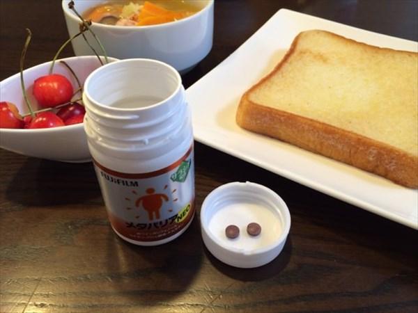 朝食の食パンとメタバリア2粒