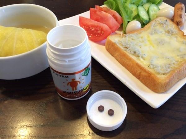 朝食のチーズトーストとメタバリア2粒
