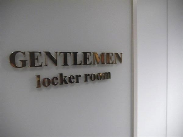 浜松店の男性用ロッカールーム入り口