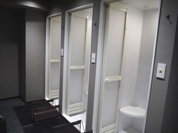 3室あるシャワールーム