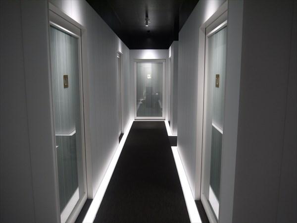 岡山店の廊下の様子