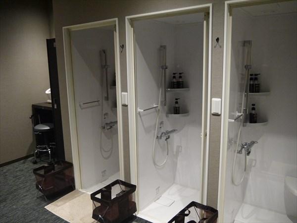 男性用シャワー室