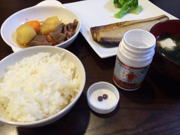 自宅で食べた魚と肉じゃがとメタバリア2粒