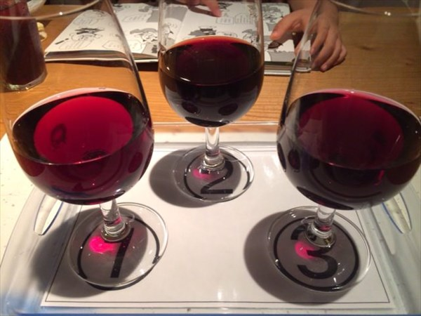 赤ワインのテイスティング