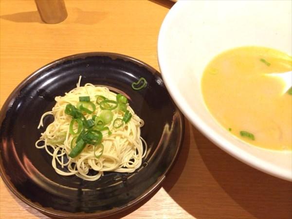 白丸のスープと小玉