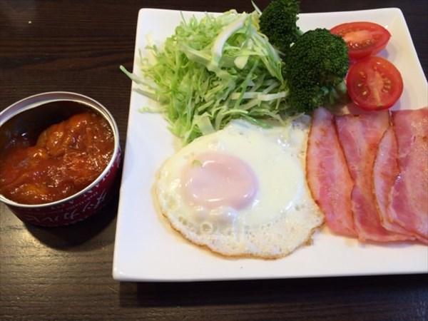 ダッカルビと目玉焼きの朝食