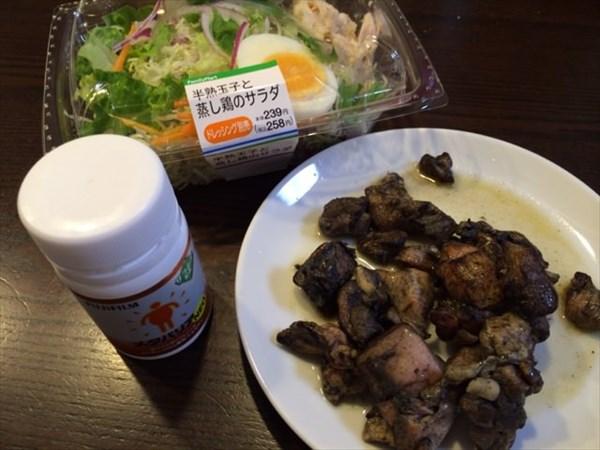 鶏の炭火焼きと半熟玉子と蒸し鶏のサラダ