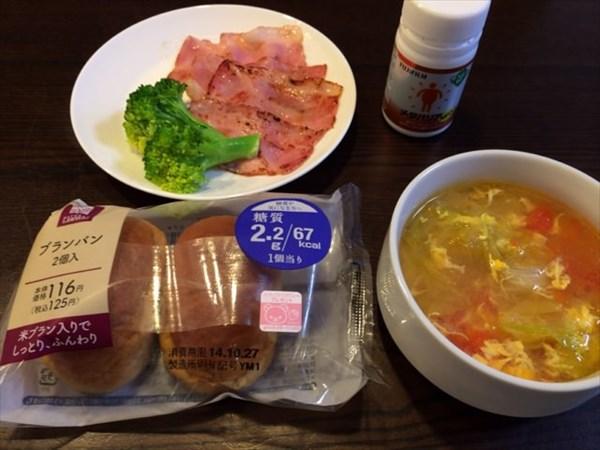 ローソンのブランパンとスープとベーコンとメタバリア