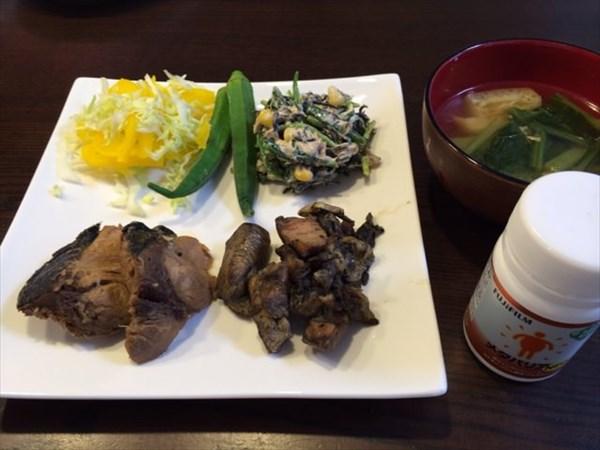 魚と鶏炭火焼きの残りと味噌汁とメタバリア