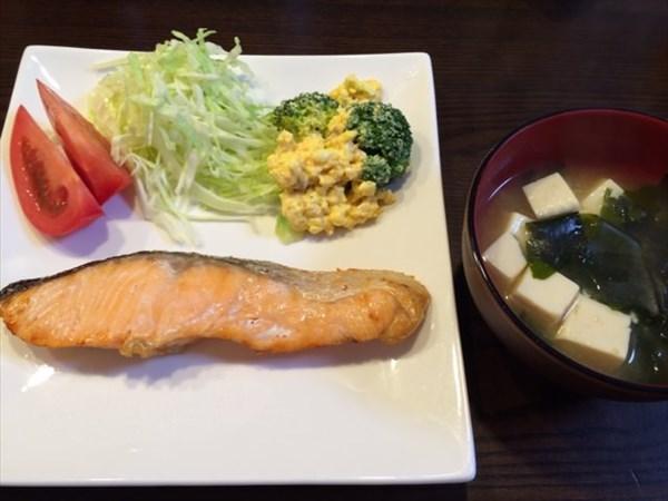 焼き鮭と味噌汁