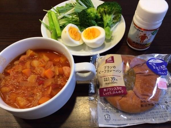 ブランのカレーパンとミネストローネと野菜サラダとメタバリア