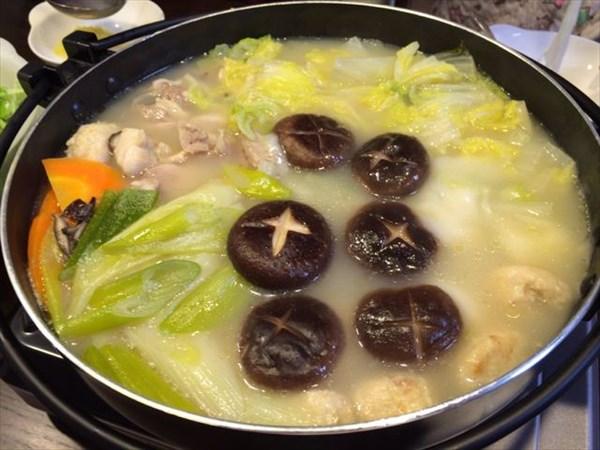 鶏スープの鍋