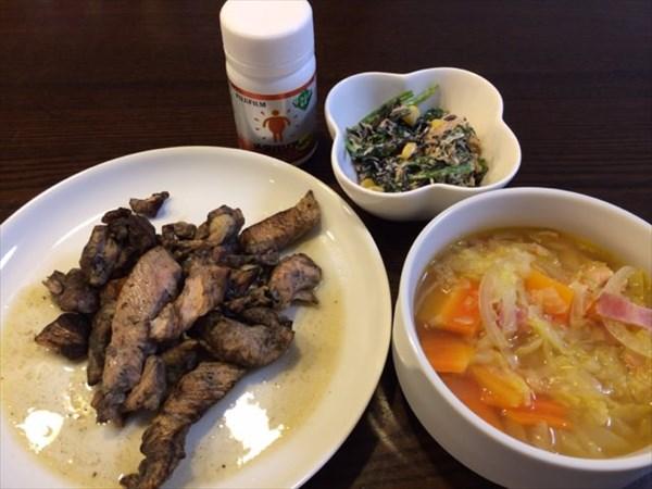 月曜日の朝食の鶏炭火焼と野菜スープとメタバリア