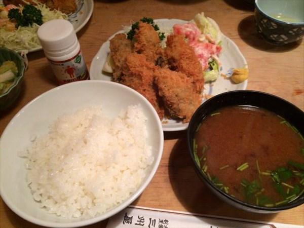 三州屋のカキフライ定食とメタバリア