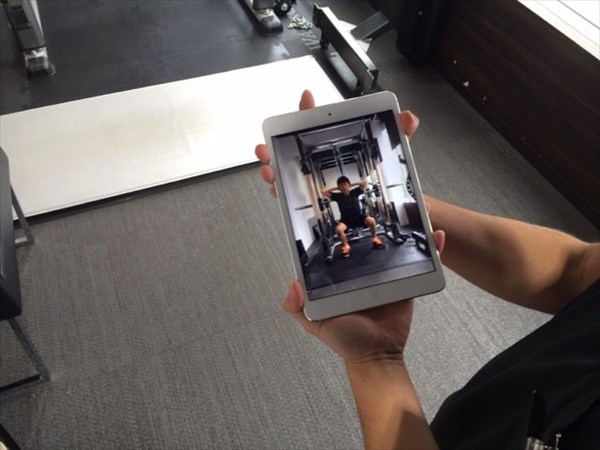 美脚プログラム前のスクワット動画を確認
