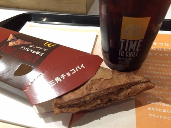 マックの三角チョコパイとアイスコーヒー