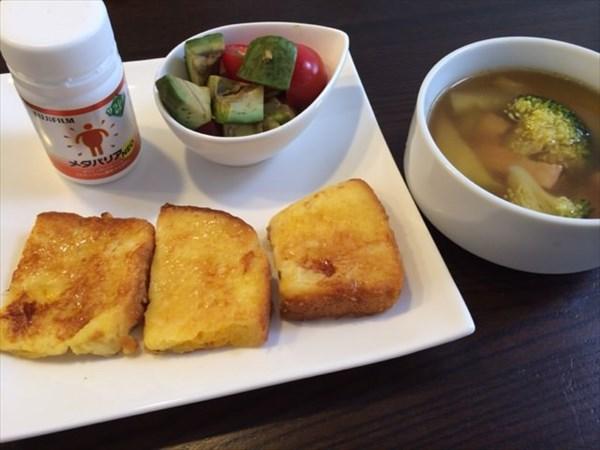 ランチで食べたパンとスープとメタバリア