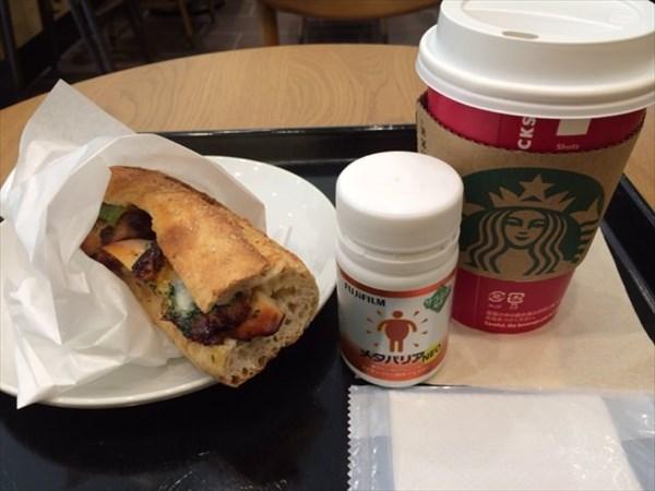 スタバのサンドイッチとコーヒーとメタバリア