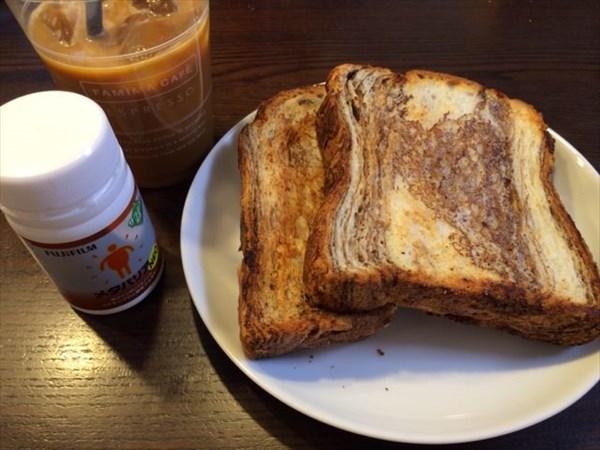 12/23の朝食で食べたチョコデニッシュ食パン2枚とメタバリア