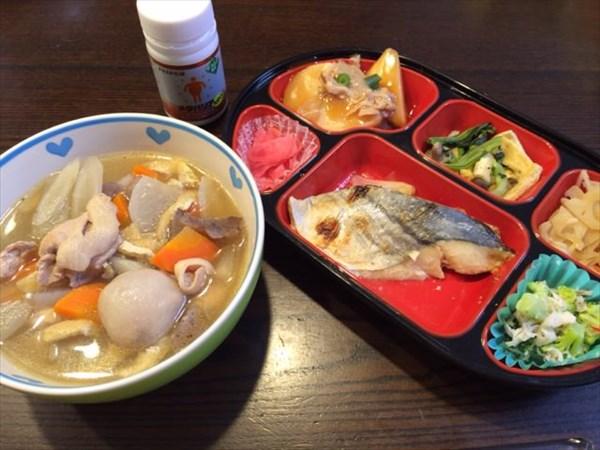 12/23の生協宅配弁当と豚汁