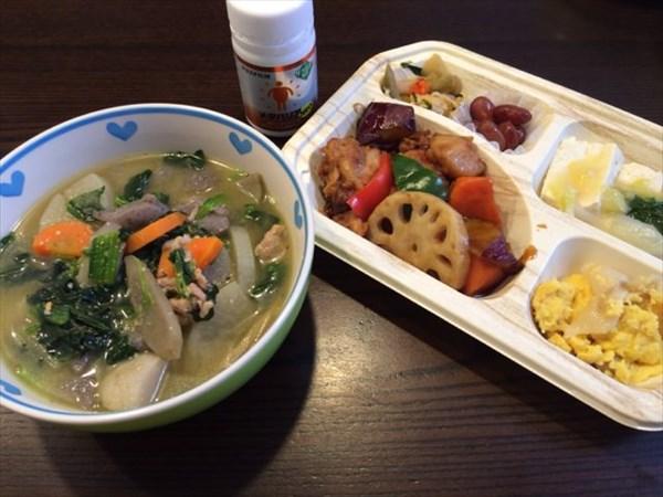 12/25のセブンミール弁当と豚汁とメタバリアネオ