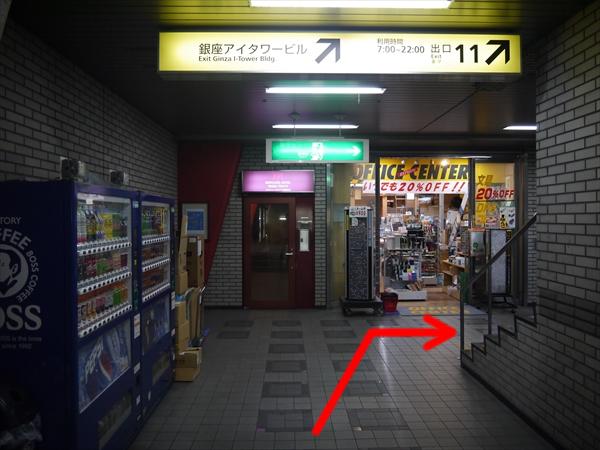 お店が見えたら右折