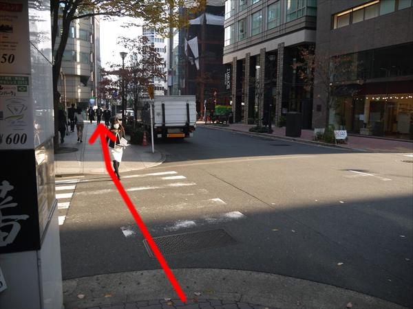もうひとつ横断歩道を直進