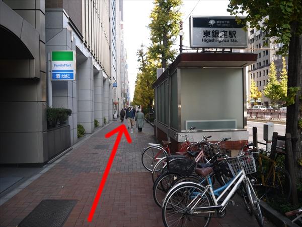 東銀座駅の横を直進