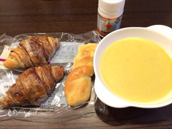 ショコデニッシュクロワッサンとコーンスープとメタバリア
