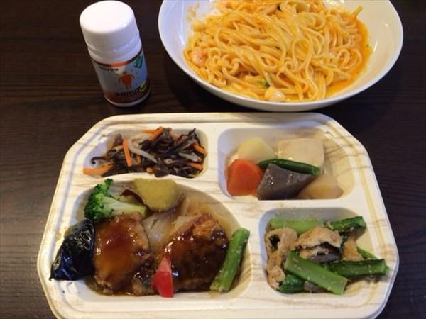 海老とブロッコリーの生パスタとセブンミールの弁当(魚)とメタバリア
