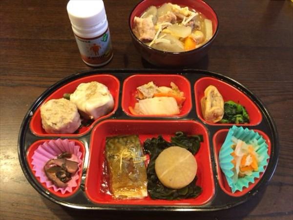 生協の弁当と豚汁