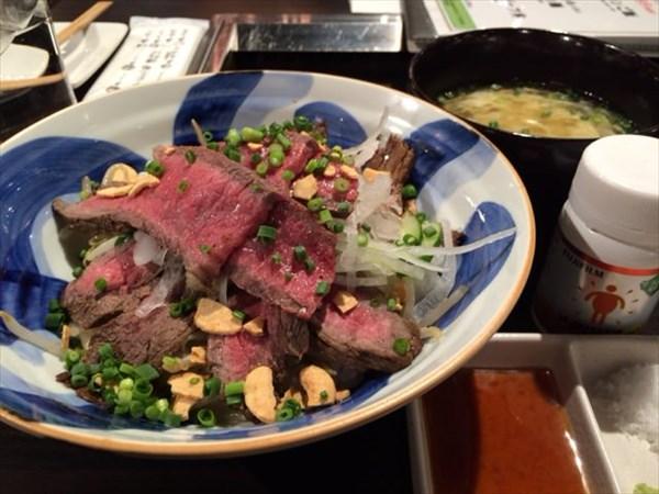 ローストビーフ丼とメタバリア