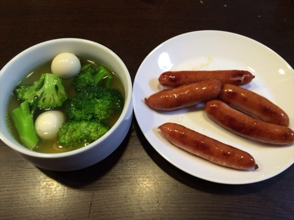 ブロッコリーのスープとシャウエッセン