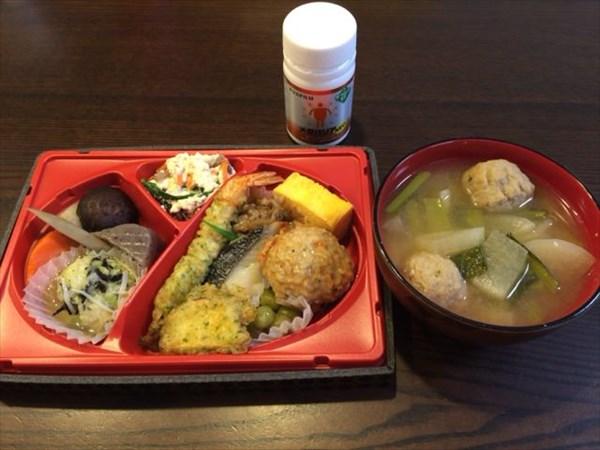 セブンミールのお弁当と味噌汁とメタバリア