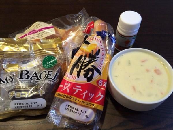 バタースティックとチョコベーグルとクラムチャウダー