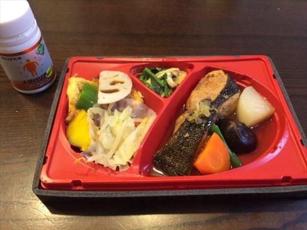 夕食の子持ちカレイ弁当とメタバリア