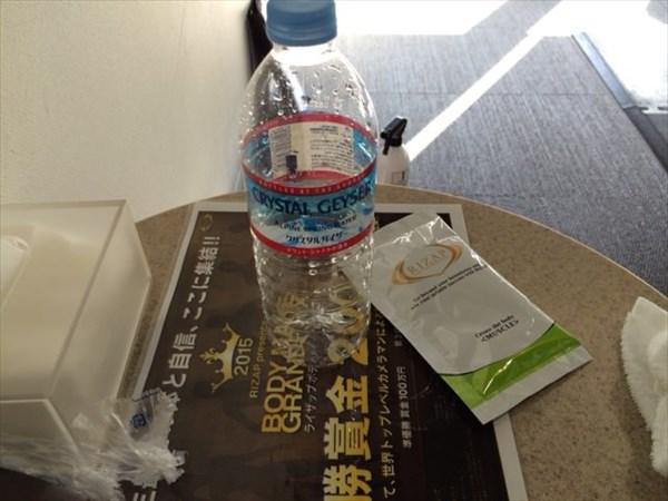 飲み終わったクリスタルガイザーのボトル