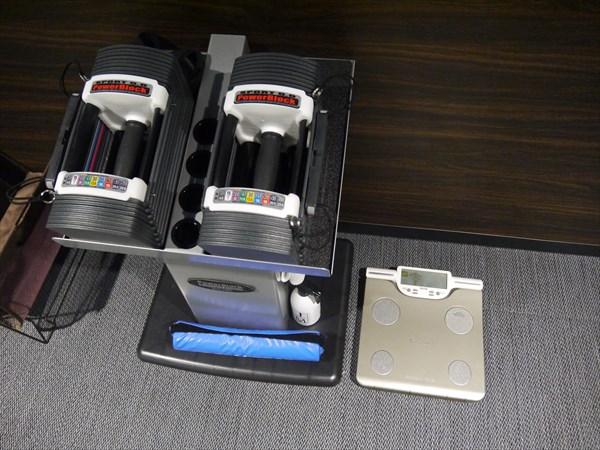 ダンベルと体重計