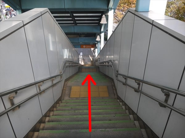階段で下りたら...