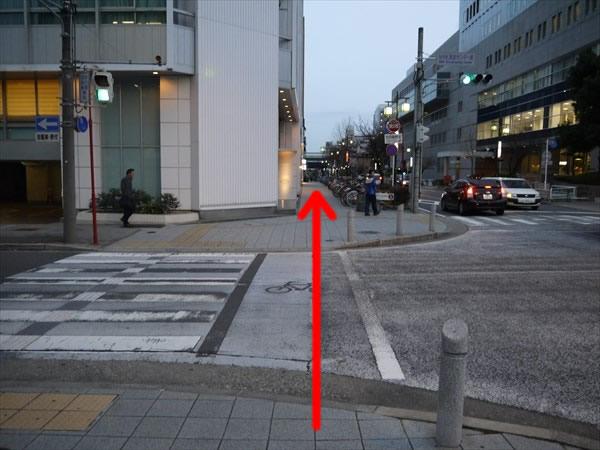 NHK放送センター前交差点を直進