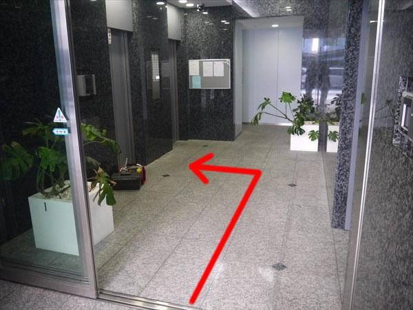 ビル1Fのエレベーターホール