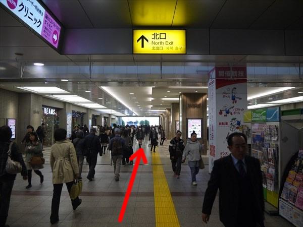 立川駅の北口方面へ