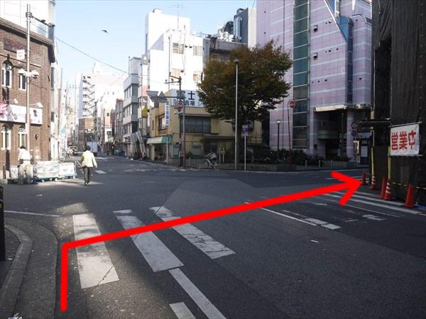 交差点を右折