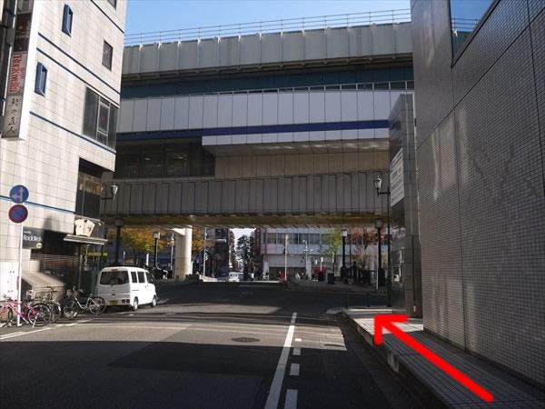 千葉都市モノレール「葭川公園」駅に向かって歩く