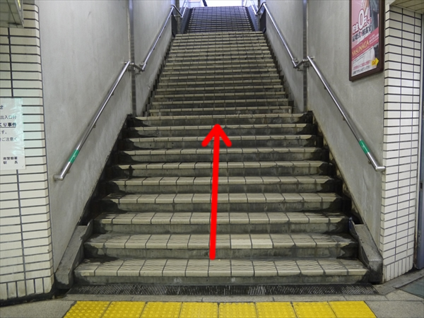 1番出口の階段を上る