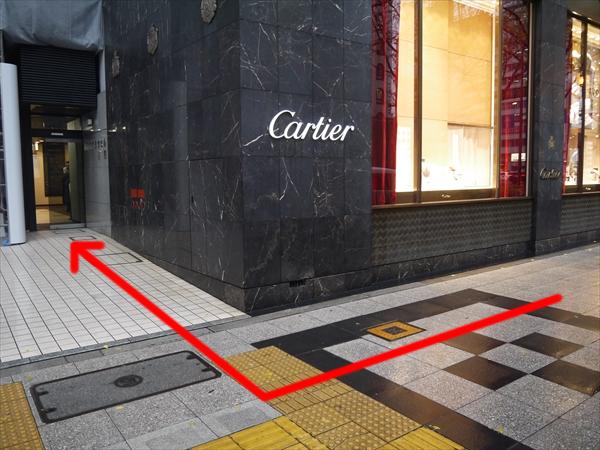カルティエを過ぎたらすぐに右へ