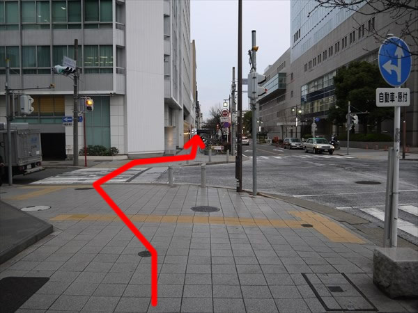 「NHK放送センター前」の交差点を直進