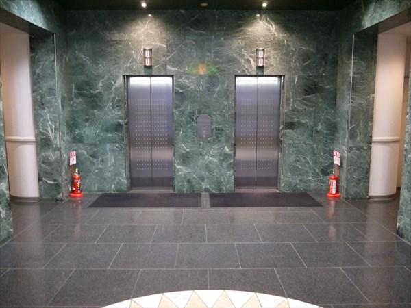 成田栄ビルのエレベーターホール
